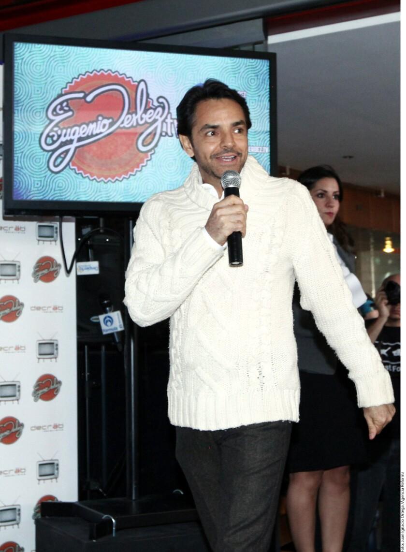 El actor de 54 años, Eugenio Derbez, está por finalizar en Los Ángeles el rodaje de How To Be a Latin Lover junto a Salma Hayek, Raquel Welch, Rob Lowe, Michael Cera y Kristen Bell.