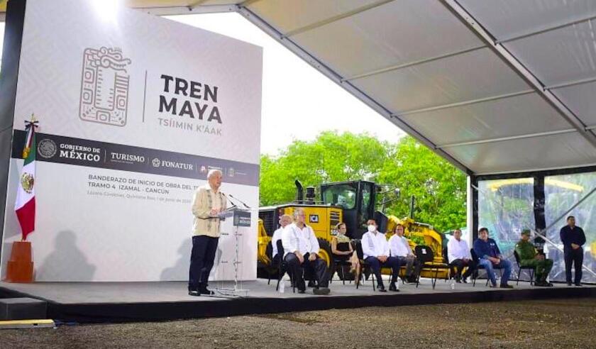 El presidente de México, Andrés Manuel López Obrador, en el banderazo inicial de las obras de construcción del Tren Maya, uno de sus proyectos insignia.