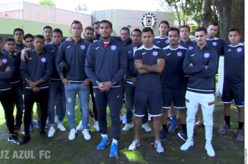 Jugadores de Cruz Azul encabezados por Jesús Corona aseguran estar comprometidos con el club y el DT Pedro Caixinha.