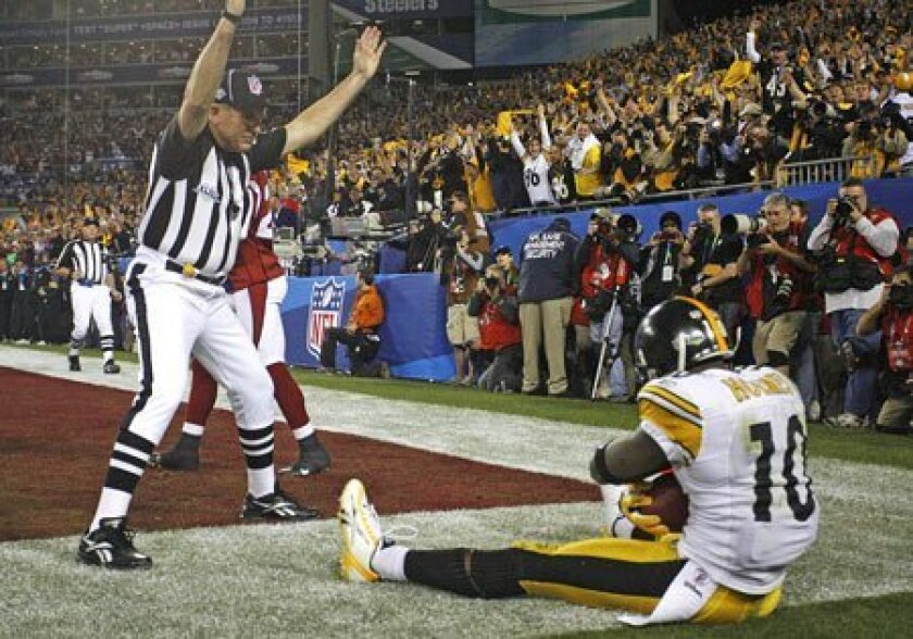 With the umpire signaling touchdown, receiver Santonio Holmes is sitting pretty after his 6-yard reception puts the Steelers ahead to stay. (Brian Cassella / St. Petersburg Times / AP)