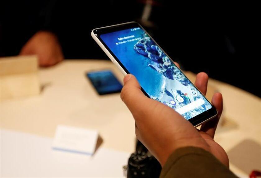 """Google lanzó hoy un nuevo """"modo noche"""" para sus teléfonos de la serie Pixel que mejora sustancialmente la calidad de las imágenes tomadas en entornos de poca luz mediante técnicas de fotografía computacional. EFE/Archivo"""