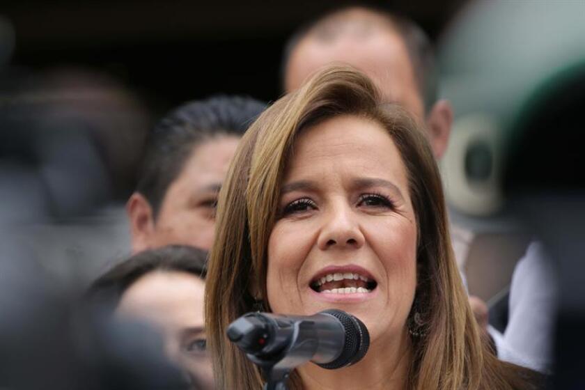 El expresidente mexicano Felipe Calderón (2006-2012) aportó 1,25 millones de pesos (66.514 dólares) a la precampaña presidencial de su esposa, Margarita Zavala, siendo el simpatizante que más dinero ha donado a la aspirante independiente a la Presidencia de México. EFE/ARCHIVO