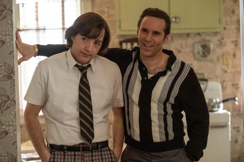 """Michael Gandolfini, izquierda, y Alessandro Nivola en una escena de """"The Many Saints of Newark"""""""