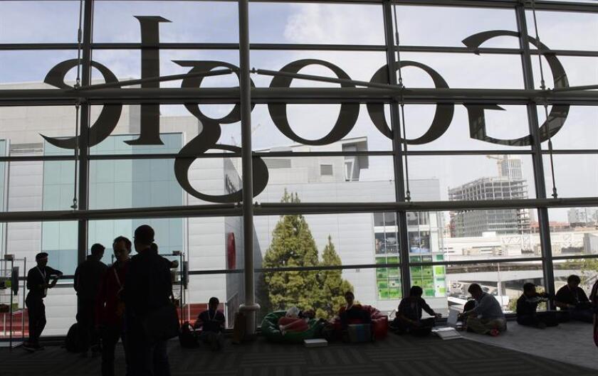 Google reconoció en una carta enviada a senadores que sigue permitiendo que terceras partes obtengan y compartan datos de cuentas de su servicio de correo electrónico Gmail, según publicó hoy el Wall Street Journal. EFE/Archivo