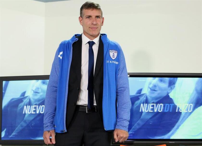 El argentino Martín Palermo posa este martes, durante su presentación como nuevo entrenador del equipo mexicano Pachuca, en la ciudad de Pachuca, en el estado de Hidalgo (México). EFE