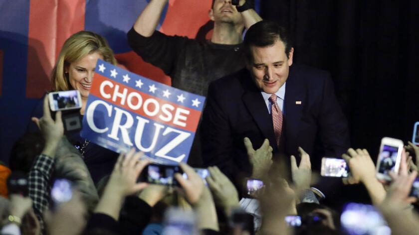 """""""Dios bendiga al gran estado de Iowa"""", fueron las primeras palabras que Ted Cruz dirigió a los concentrados para, a continuación, asegurar que """"esta noche es una victoria para los conservadores de base, para los conservadores valientes en Iowa y todo este país""""."""