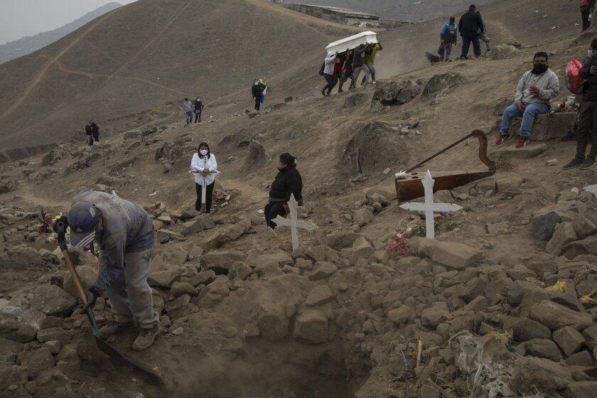 Perú: familias entierran a más de un muerto por coronavirus - San Diego  Union-Tribune en Español