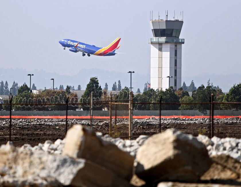 L.A. city attorney demanding FAA comply with departure procedures at Hollywood Burbank Airport