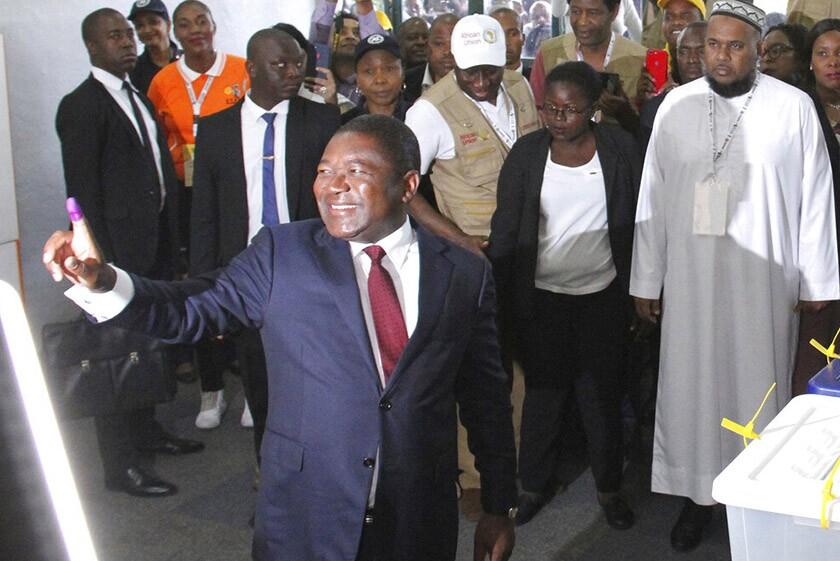 Felipe Nyusi, president of Mozambique, casts his vote Oct. 15 in Maputo.