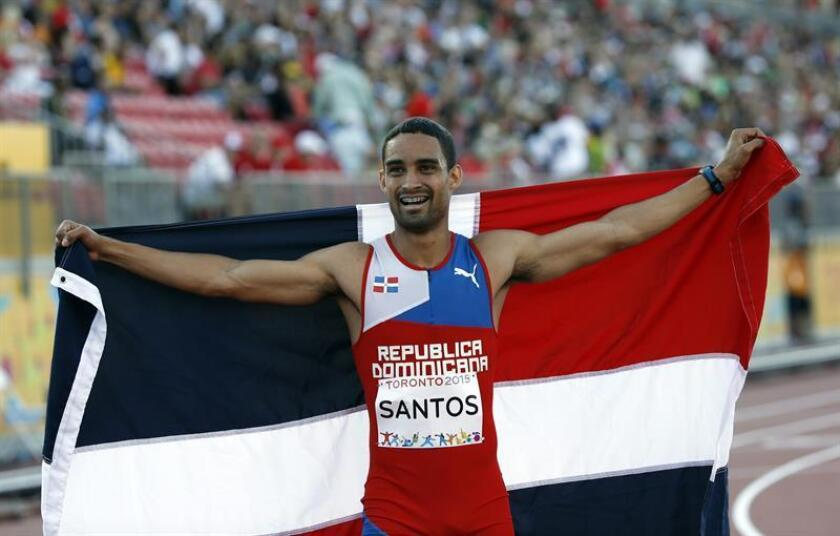 En la imagen un registro del atleta dominicano Luguelín Santos, quien se colgó la medalla de oro de los XXIII Juegos Centroamericanos y del Caribe, en Barranquilla (Colombia). EFE/Archivo