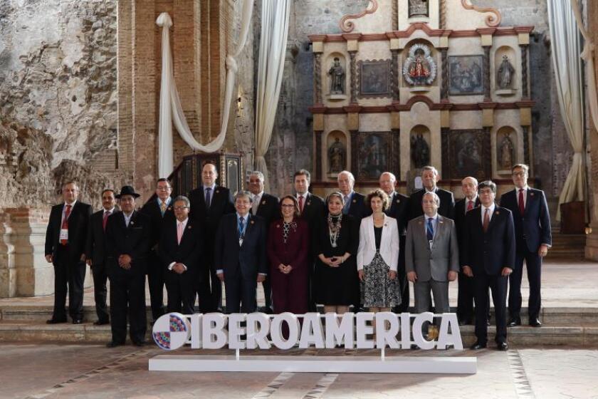 Fotografía oficial de la Reunión de Ministros de Relaciones Exteriores de la Conferencia Iberoamericana en el Hotel Santo Domingo de Antigua (Guatemala). La Cumbre Iberoamericana se celebra hasta este viernes en Antigua. EFE