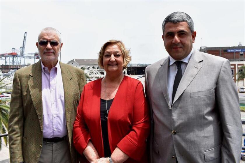 Fotografía cedida por el Ministerio de Turismo de Uruguay, muestra al viceministro de Turismo de Uruguay, Benjamín Liberoff (i); la ministra de Turismo de Uruguay, Liliam Kechichian (c), y el secretario general de la Organización Mundial de Turismo, Zurab Pololikashvili (d). EFE/Ministerio de Turismo