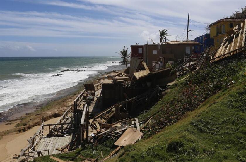 Vista de los destrozos en una vivienda del barrio costero y popular La Perla en San Juan, Puerto Rico. EFE/Archivo