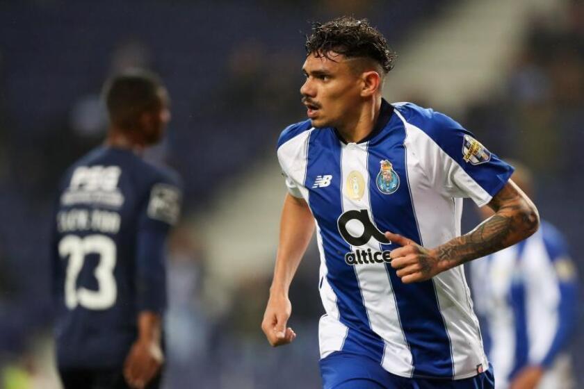 Soares del FC Oporto celebra un gol durante el partido contra el Belenenses del pasado viernes. EFE