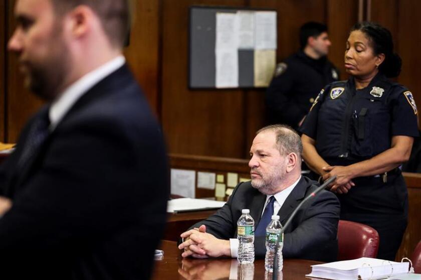 El productor de cine estadounidense Harvey Weinstein (c) permanece a la espera del inicio de una sesión en el tribunal Manhattan, Nueva York (Estados Unidos), hoy, 20 de diciembre de 2018. EFE/POOL