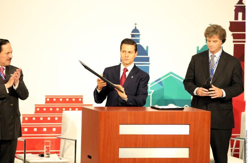 Que el ejemplo de austeridad venga desde arriba y el Presidente Enrique Peña Nieto se recorte 10 por ciento el sueldo, demandó Juan Arturo Covarrubias, vicepresidente nacional de Coparmex.