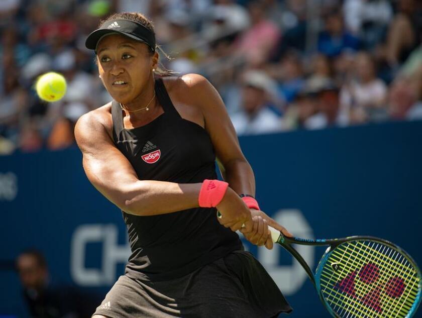 Naomi Osaka de Japón devuelve una bola a Aryna Sabalenka de Bielorrusia hoy, lunes 3 de septiembre de 2018, durante un partido en el octavo día del Abierto de Tenis de Estados Unidos en el Centro Nacional de Tenis USTA en Flushing Meadows en Nueva York (EE.UU.). EFE