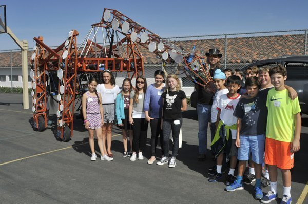 5th graders with Lindsay Lawler and the electric giraffe project