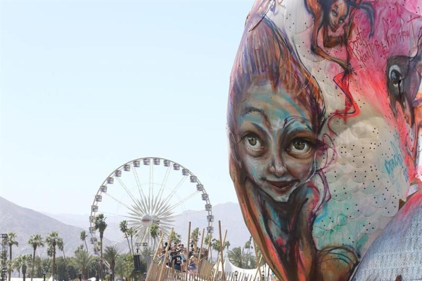 El gigante del comercio electrónico Amazon anunció hoy que, por primera vez, pondrá taquillas a disposición de los asistentes al Festival de Coachella (California), para que estos puedan comprar por internet y recoger los productos en el mismo lugar del evento. EFE/EPA/Archivo