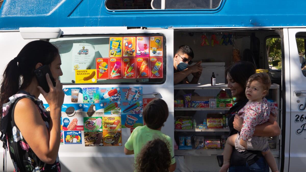 Amid coronavirus, parents want ice cream vendors to return - Los Angeles Times