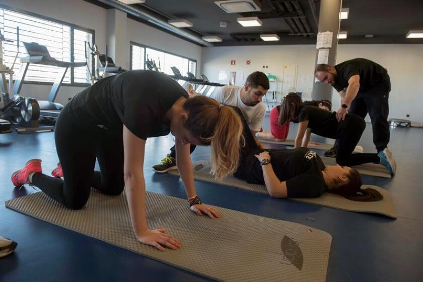 Una moderada cantidad de ejercicio físico mejora inmediatamente la memoria, no sólo en mayores sino también de la gente joven pues ayuda a la conectividad entre las áreas del cerebro que ejercen esta función, señala un estudio dado a conocer hoy por la Universidad de California Irvine (UCI). EFE/ARCHIVO