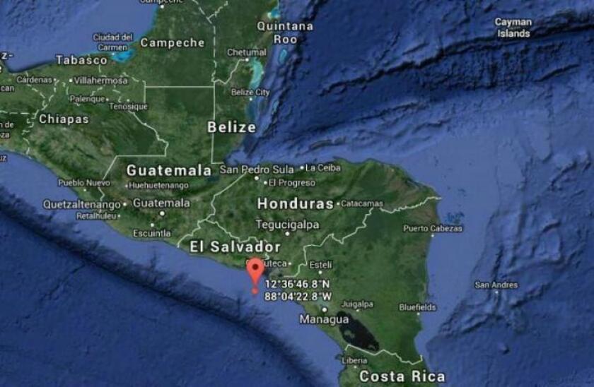 Nicaragua decretó el estado de emergencia en todo el país a partir de hoy debido a que está siendo afectada por el huracán Otto, de categoría 2, y está bajo alerta de un tsunami tras el terremoto de magnitud 7,2 en la escala de Richter que sacudió este jueves el Pacífico norte.
