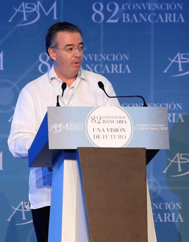 El gobernador del Banco de México, Alejandro Díaz de León, participa en la inauguración de la 82 reunión anual de la banca mexicana este jueves, en Acapulco, en el estado de Guerrero (México). EFE