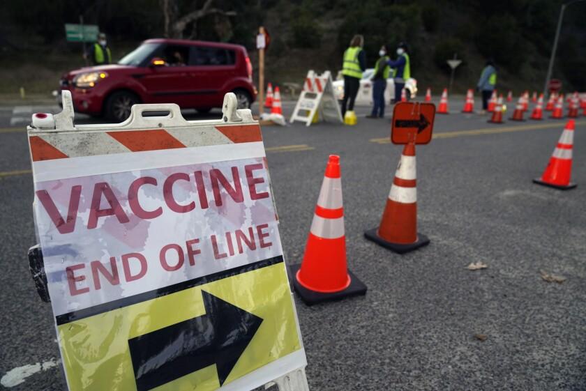EUA no arrestará a inmigrantes en centros de vacunación - San Diego  Union-Tribune en Español