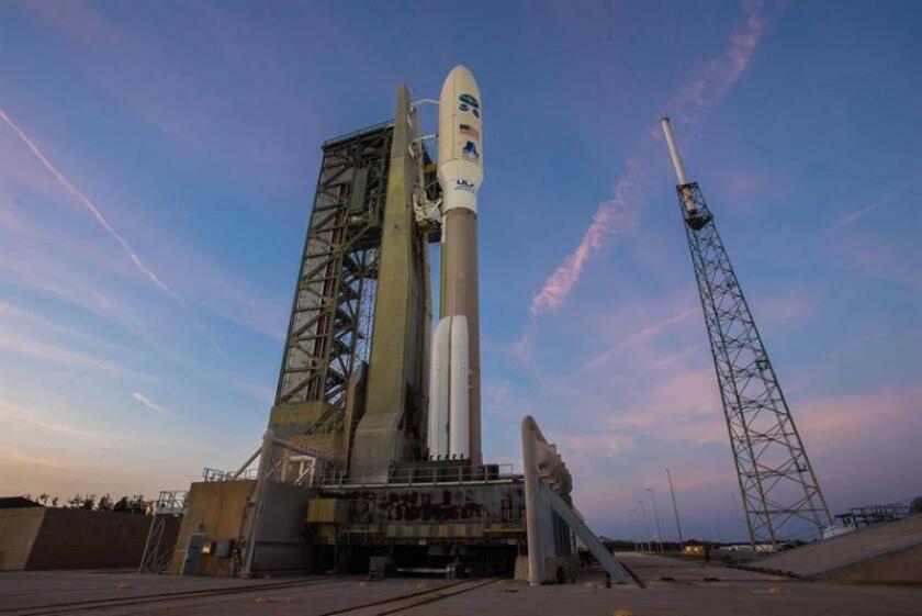 Fotografía cedida del 28 de febrero del 2018, donde se observa el cohete Atlas V que lleva el Satélite ambiental geoestacionario operacional (GOES-S) en la plataforma del complejo 41 en la Estación de la Fuerza Aérea de Cabo Cañaveral (Florida, EE.UU.). EFE/United Launch Alliance/SOLO USO EDITORIAL/NO VENTAS