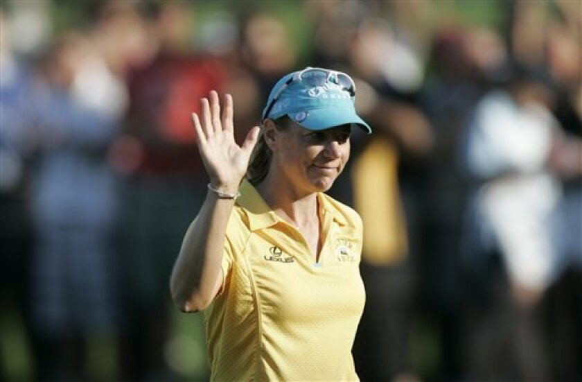 Sweden's Annika Sorenstam gestures to supporters following the end of the final of the Dubai Ladies Masters golf tournament in Dubai, United Arab Emirates, Sunday, Dec. 14, 2008. (AP Photo/Kamran Jebreili)