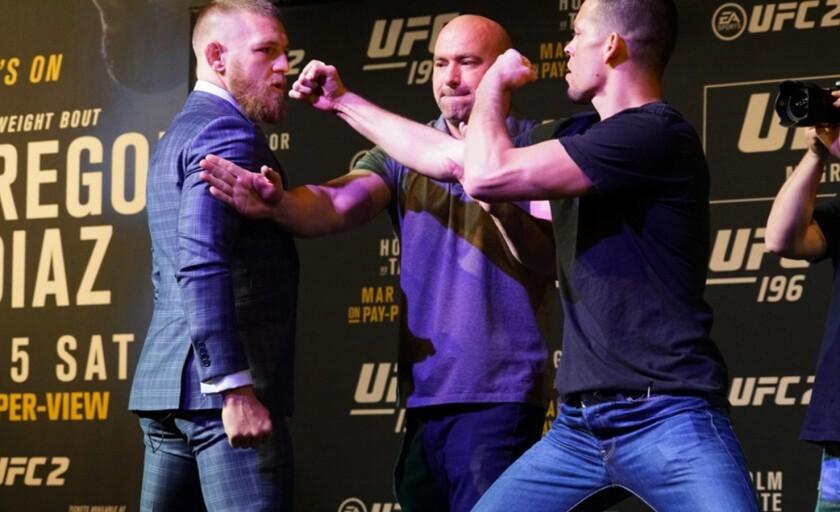 Conor McGregor (i) tuco un incidente del lanzamiento de botellas en contra de Nate Díaz durante la conferencia de prensa del UFC 200 el pasado 17 de Agosto.