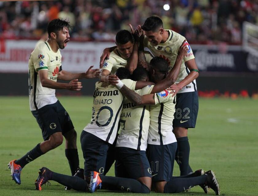 Jugadores del América celebran durante el juego ante Necaxa en un partido de ida de la semifinal del Torneo Apertura del fútbol mexicano en el Estadio Victoria de la ciudad de Aguascalientes (México). EFE