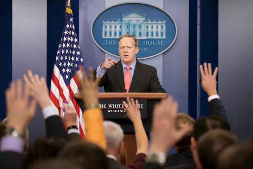 El portavoz de la Casa Blanca, Sean Spicer, durante una rueda de prensa en la Sala de Conferencias James Brady de la Casa Blanca en Washington, Estados Unidos, hoy 31 de enero de 2017. EFE