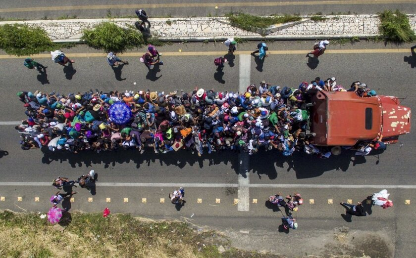 Migrantes hondureños en las afueras de Tapachula, Chiapas, México, en un camiónrumbo a la frontera con EEUU.