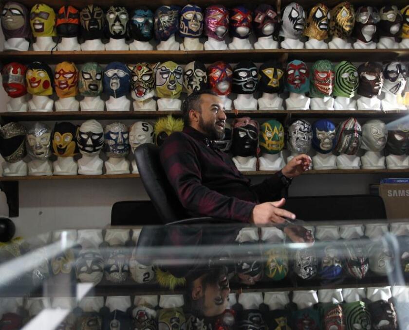 ,El colecionista de mascaras de lucha libre el méxicano Bernardo Flores hoy en Ciudad de México (México) EFE/ Mario Guzmán
