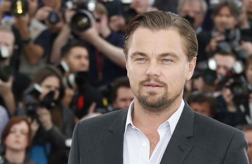 """El actor estadounidense Leonardo Di Caprio posa para los fotógrafos durante la presentación de """"El Gran Gatsby"""". EFE/Archivo"""