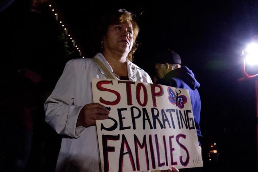 """Una organización dedicada a la protección de los inmigrantes, especialmente los indocumentados, lanzó hoy una campaña para que los educadores del país manifiesten su apoyo a los jóvenes beneficiarios de DACA, antes de que comience lo que califica como """"el régimen de terror de Donald Trump"""". EFE/ARCHIVO"""