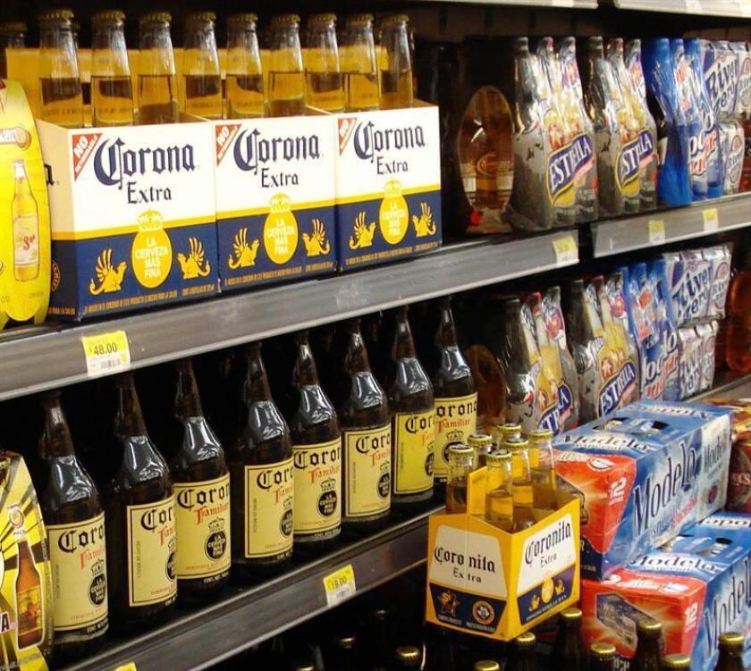 La marca de cerveza Corona le planta cara al presidente de Estados Unidos, Donald Trump, con una serie de anuncios publicitarios que defienden la unión de América y animan a derribar muros, en clara respuesta a los planes proteccionistas y nacionalistas del republicano. EFE/Archivo