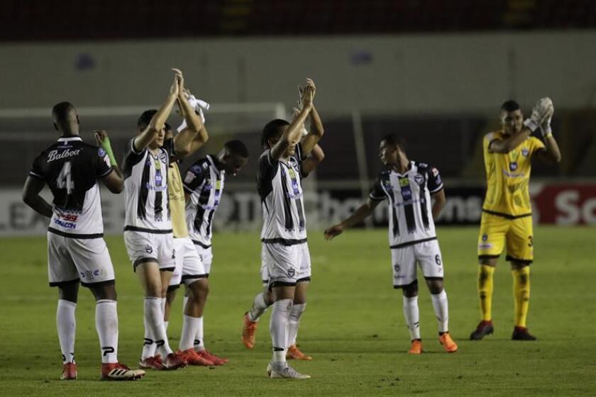 En la imagen, un registro de otra celebración de los jugadores del Tauro F.C. de Panamá. EFE/Archivo