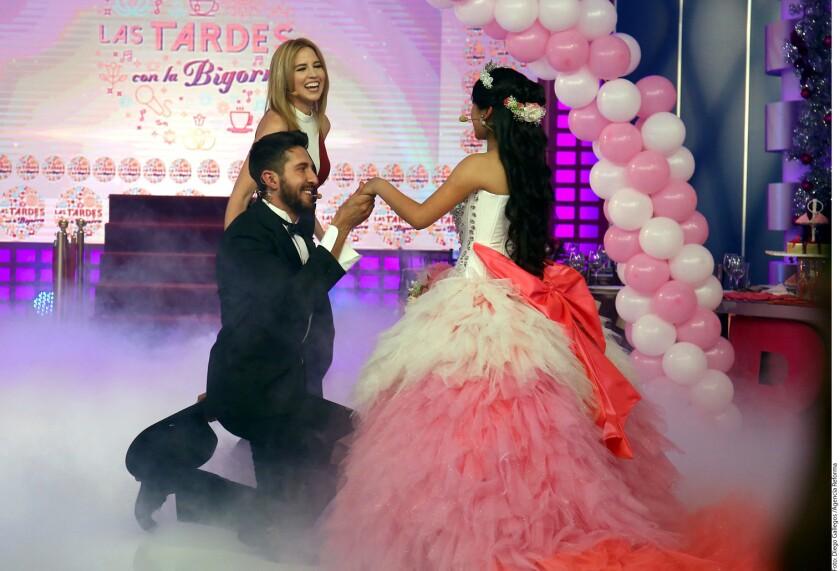 Aunque la fiesta de 15 años de Rubí esta· programada para el 26 de diciembre en la comunidad La Joya, en San Luis Potosí, Raquel Bigorra le adelantó el festejo en su programa Las Tardes con la Bigorra.