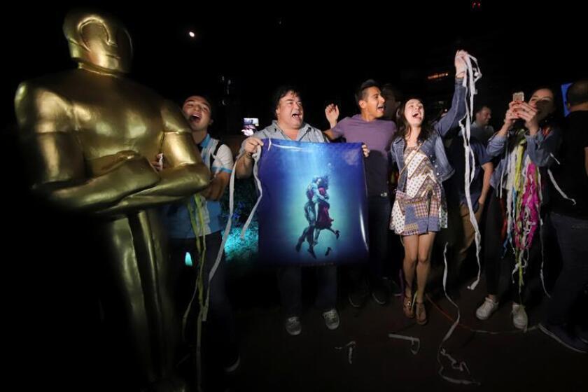 Los mexicanos, orgullosos por el triunfo de Guillermo del Toro en los Óscar