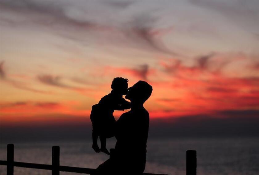 Las parejas de los hombres mayores de 45 años, por ejemplo, fueron un 28 % más propensas a desarrollar diabetes gestacional, en comparación con los padres de entre 25 y 34 años. EFE/Archivo
