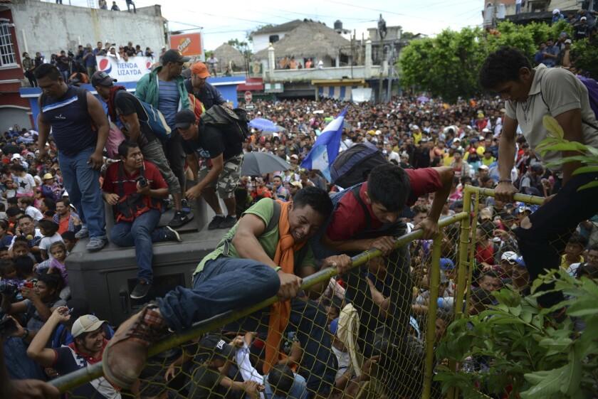 APphoto_Central America Migrant Caravan