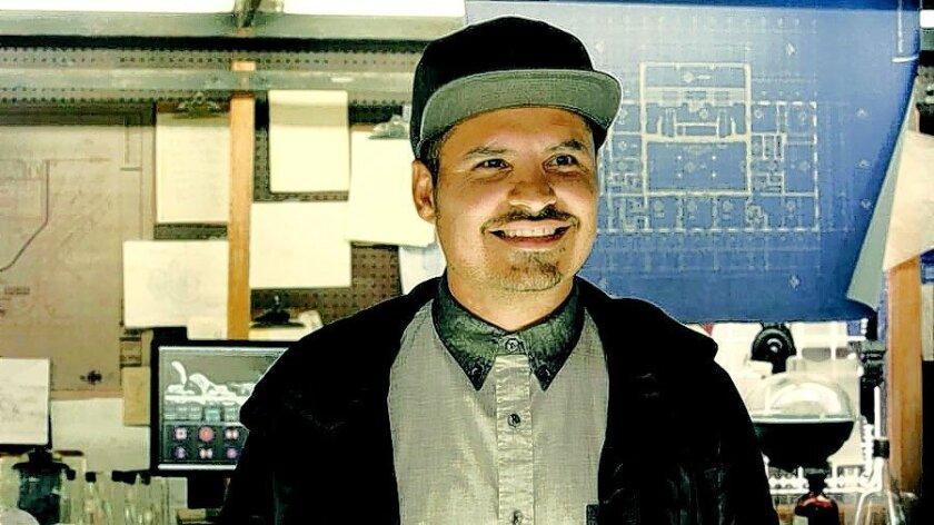 El mexicoamericano Michael Peña hace de un personaje extremadamente gracioso en el estreno de superhéroes Ant-Man. Marvel