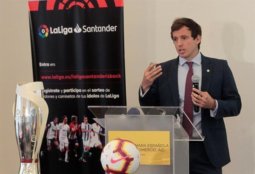 El director de la oficina de la Liga española de fútbol en México y el Caribe, Nuño Perez-Pla de Alvear, participa hoy, martes 28 de agosto de 2018, durante una rueda de prensa en Ciudad de México (México). EFE