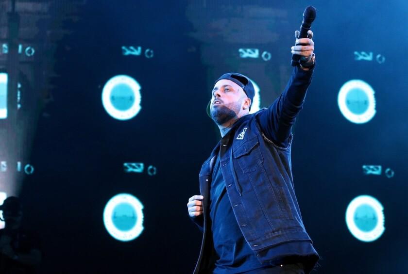 El cantante Nicky Jam (foto) compartirá créditos con Will Smith y Martin Lawrence.