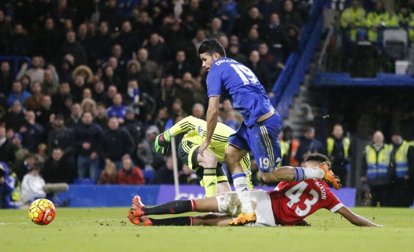 Chelsea's Diego Costa gets round Manchester United's goalkeeper David de Gea to score a goal during the English Premier League soccer match between Chelsea and Manchester United at Stamford Bridge stadium in London, Sunday, Feb. 7, 2016.  (AP Photo/Frank Augstein)