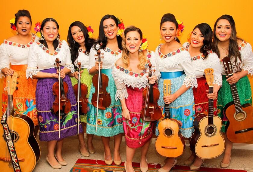 The female mariachi ensemble Las Colibrí