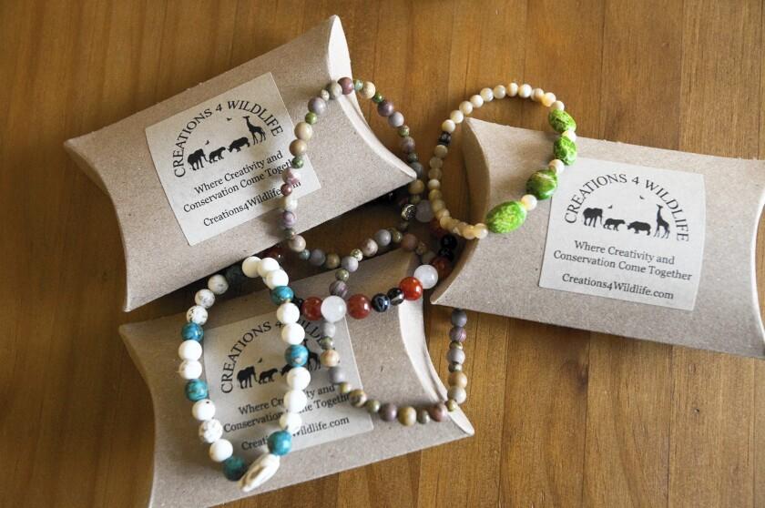 tn-2450714-tn-dpt-et-0129-bracelets-charity-03-jpg-20160204