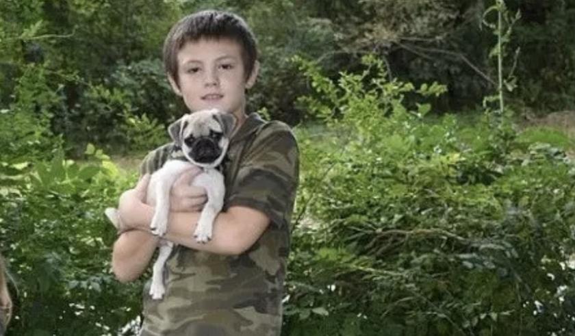 Hunter Ray Denney-Wesley y su perro 'Pugley'.